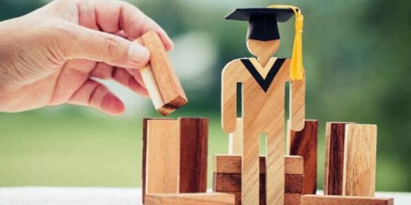 جامعه دانشگاهی ستون های چرخه تولید علم کشور هستند